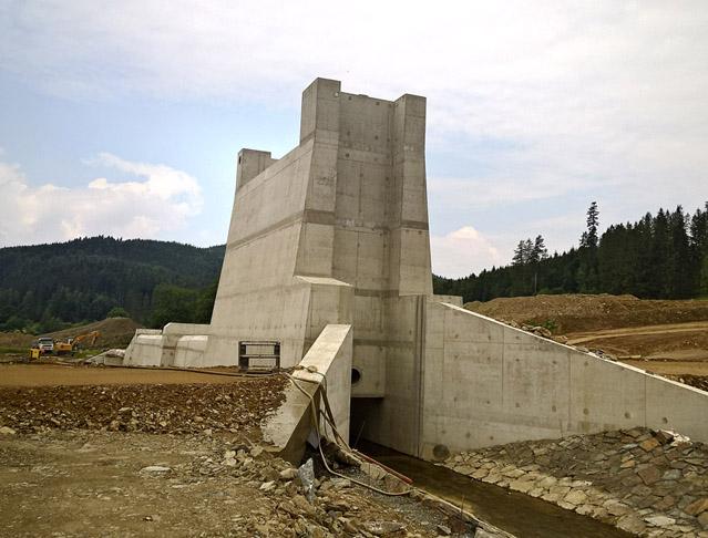 Suchá nádrž Jelení ochrání před stoletou vodou
