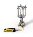 Obr. 2: Zvedací zařízení se skládá z hydraulického zařízení a ruční pumpy