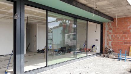 Novalco Metales má jako partnerská firma společnosti Schüco zkušenosti s výrobou a instalací velkoformátových posuvných systémů Schüco pro okna, dveře, fasády i střešní světlíky