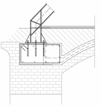 Detail řešení ocelového rámu, který přenáší zatížení od krovu do obvodových stěn. Rám je propojen se železobetonovou skořepinou, která vznikla nad cihelnými klenbami.