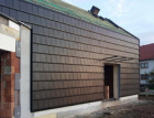 Unikátní fasáda domu z keramických tašek Bramac