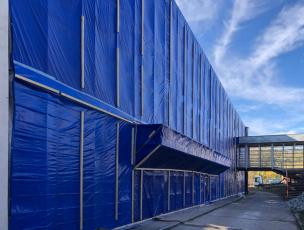 Zabalení budovy při odstraňování materiálů s obsahem azbestu