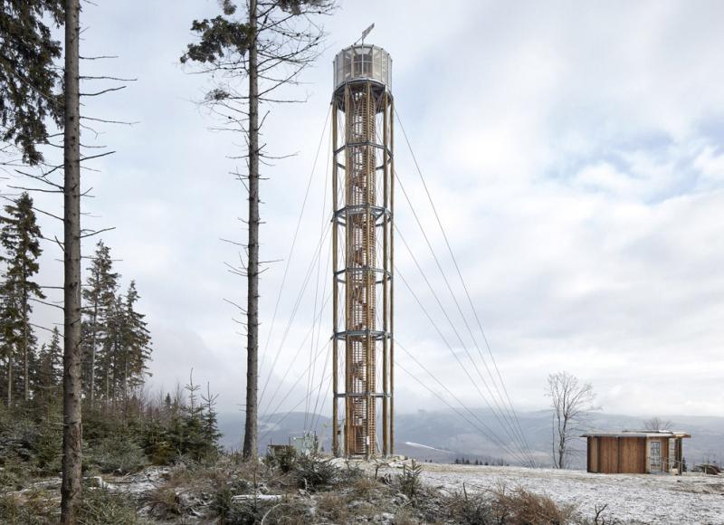 V areálu Kraličák na vrchu Štvanice mezi Hynčicemi a Stříbrnicemi stojí nová rozhledna z modřínové kulatiny