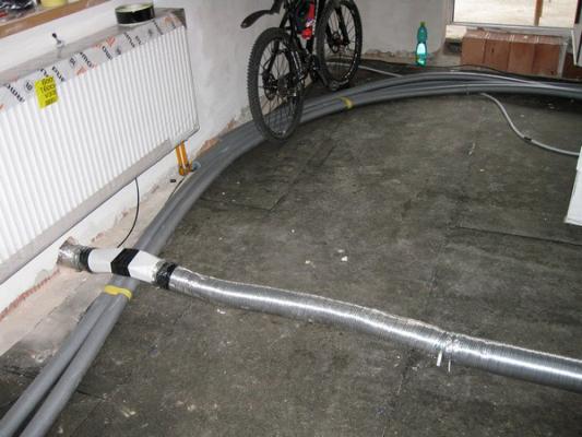 Obr. 2: Horizontální podlahový kanál pro dostatečný přívod vzduchu v těsných domech