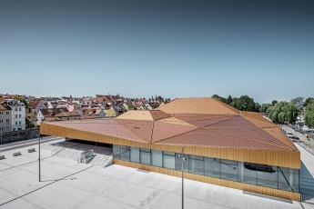 Ostrovní hala v Lindau s unikátní střechou z krytiny Falzonal, foto Croce & WIR