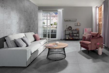 Sérii Betonico tvoří slinuté glazované rektifikované dlaždice a obkládačky s motivem betonu doplněného o větší zrnka písku a kamene