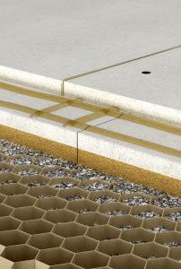 Systém podlahových voštin vyvinutý speciálně pro technické zkvalitnění zvukové izolace dřevěných trámových stropů u dřevostaveb