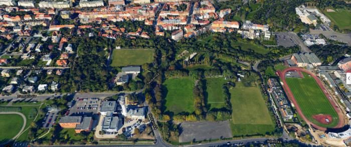 Na místě bývalého břevnovského fotbalového hřiště pod televizní věží na pražském Strahově by mohly stát bytové domy