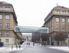 Dvě budovy VŠCHT v Dejvicích propojí můstky ze skla a oceli