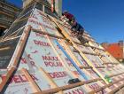 1_Složitý tvar střechy znamená značný prořez materiálu a velké množství detailů, a tedy vyšší zhotovitelskou i finančni náročnost. Zručný zhotovitel a poučený, movitý investor jsou nezbytným základem.