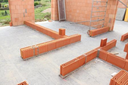 Svojí štíhlejší konstrukcí vytvoří HELUZ AKU KOMPAKT 21 větší užitný prostor a tím umožní dosáhnout vyšší užitné plochy v rámci bytu