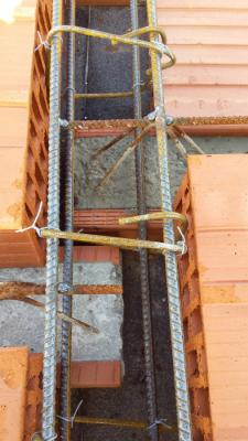Uložení stropních nosníků na cihly HELUZ AKU Z 17,5 broušená