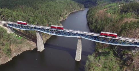 Průběh zatěžovací zkoušky lokomotivami Sergej vdubnu letošního roku