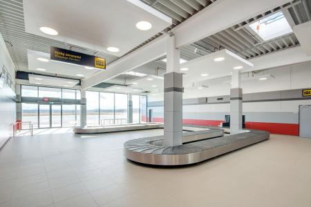 Rozlehlé podlahové plochy Letiště České Budějovice pokryly velkoformátové dlaždice RAKO ze série Taurus Granit