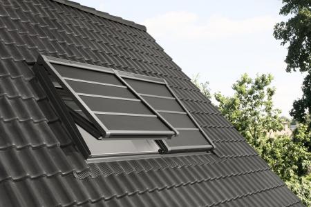 Nová lehká venkovní roleta na solární pohon