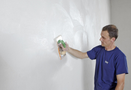 Sádrové omítky Knauf jsou oblíbené mezi řemeslníky pro svoji snadnou zpracovatelnost