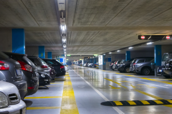 Vstupní technické podlaží nebo podzemní parkoviště bývá často vytápěno z tepelných ztrát užitných místností, které těsně přiléhají k těmto prostorům