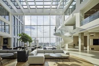 Design pracovního prostoru: prostory společnosti Deloitte v Praze 2 (autor konceptu Atelier Kunc Architects)