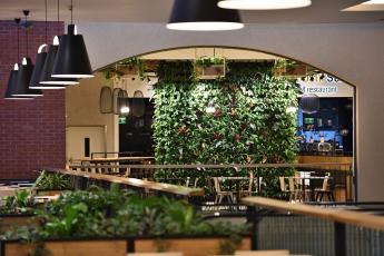 prostory Food Courtu OC Olympia Plzeň (autor konceptu neuveden).