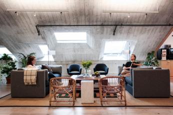 Coworking a flexibilní kancelář: WeWork v Praze 1 (autor konceptu Krists Ernstsons