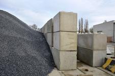Realizace – dělicí zídky pro skládkování kameniva