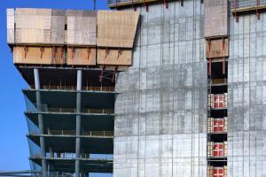 Charakteristický pro tuto budovu je specifický složený tvar. Stavba se skládá z hlavního a vedlejšího jádra, pro jejichž spojení byla vytvořena šplhavá sestava RCS se svislými, bočně nakloněnými šplhavými kolejnicemi.