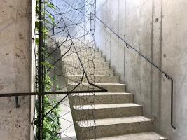 Šporkovský palác – schody z bílého betonu