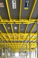 Stropní konstrukce realizované s pomocí prvkového bednění Dokadek pro bytový dům v Pražských Letňanech. I po dokončení zůstala garážová stání bez povrchové úpravy, tedy v pohledovém betonu. Vynikající kvalita povrchů k jejich zachování v původním stavu přímo vybízí (realizace Terracon).