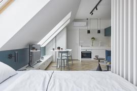 Loftový byt prosvětlila výhradně střešní okna