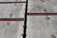 Pro betonáž spár se používá beton s kamenivem o zrnitosti maximálně 4 mm, pevnostní třídy C16/20 – XC1, měkké konzistence S3. Zároveň se betonuje také ztužující věnec (beton s kamenivem o velikosti zrna 16 mm). Beton se zhutní