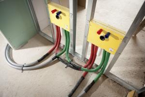 Praktické instalační boxy pro instalaci sanitární techniky