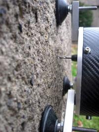 4b: Zjišťování pevnostního profilu impregnované omítky nanovápnem na hradě Karlštejn odporovým vrtáním (přístroj měřící posuv vrtáku do omítky při konstantním přítlaku