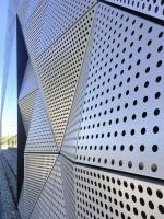 Detail dokončené protihlukové fasády
