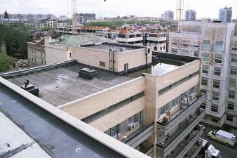 Obr. 27: Část střech na Českém domě v Moskvě