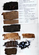 Obr. 31: Skladba krytiny zjištěná u asi 70 let staré krytiny ve Štěpánské ulici v roce 1980: Odshora: 6 – sklotkanina s epoxidehtem z (období kolem 1990), 5 – lepenka z pásu IPA, 4 – lepenka s dehtovou impregnací, 3 – sklorohož z pásu Bitagit (cca 1962), 2 – jutová tkanina (cca +1940), 1 – střešní lepenka neznámá