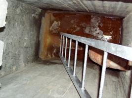 Obr. 2: Výtahová šachta s neustále stojící hladinou podzemní vody