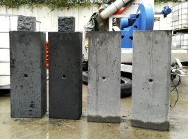 Referenční vzorky probarveného betonu po odbednění (antracitový beton)