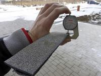 Obr. 1: Nedostatečné velké zkušební vzorky asfaltového pásu