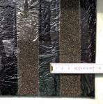 Obr. 5: Příklady povrchové úpravy na spodním povrchu asfaltových pásů: polymerní spalitelnou fólií kombinovanou s pruhy písku zabraňujícími plnoplošnému natavení