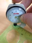 Obr. 8: Mechanické přístroje pro měření povlakových hydroizolací: ruční přístroj bez přítlaku