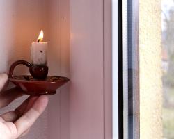 Obr. 3: Kontrola těsnosti pomocí plamene svíčky