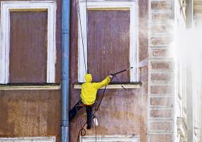 Obr. 5: Zkoušení vodotěsnosti zabudovaných oken