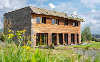 Pasivní dřevostavba se zelenou střechou (zdroj: Můj dům)