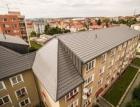 """Když nová střecha promění """"bytovku"""" v osobité bydlení"""