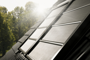 Lehká venkovní roleta na solární pohon