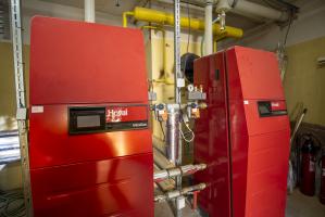 Staré plynové kotle byly vyměněny za nové kondenzační s vysokou účinností
