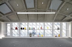 Střecha má dvě vrstvy: horní odpovídá fasádě ze skleněných šablon, její nosnou konstrukci tvoří ocelová příhradová konstrukce. Spodní konstrukce byla realizována jako betonová skořepina, na níž je umístěno tepelně izolační a hydroizolační souvrství