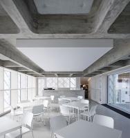 Skleněný dům slouží jako jednací a výstavní prostor, prodejna a vzorkovna