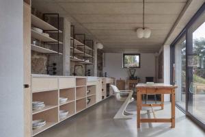 Mjölk architekti, Dům za zdí (foto: BoysPlayNice)