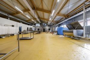 Farma Hole, výstavba sýrárny